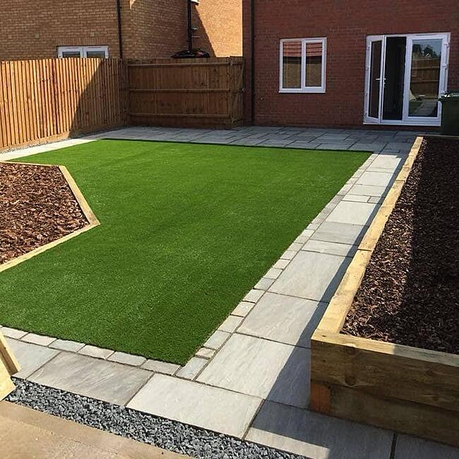 Grey Cobbled Lawn Edging