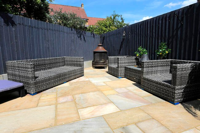 Rippon Buff Paving Slabs with Garden Furniture